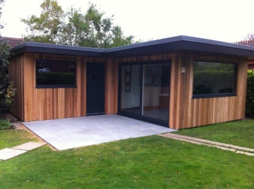 Bespoke contemporary garden rooms bennetts timber for Timber garden rooms