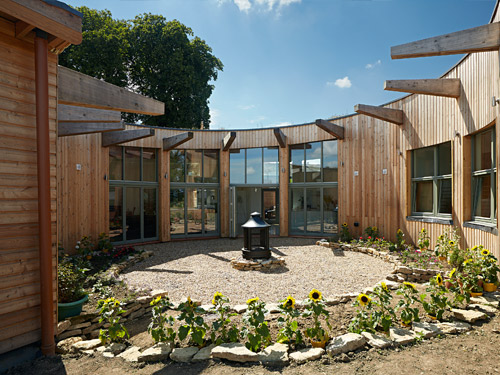 Grand designs the roundhouse milton keynes for Round home designs